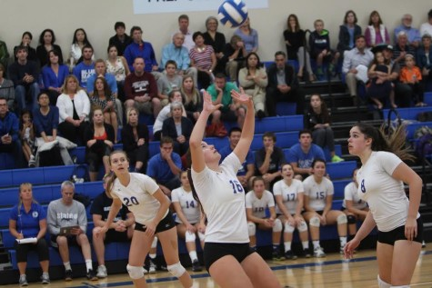 Volleyball Team Looks to Gel
